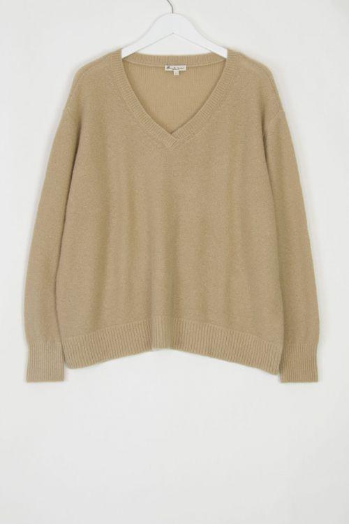 Cashmere V-Neck Pullover Walnut by Manuelle Guibal